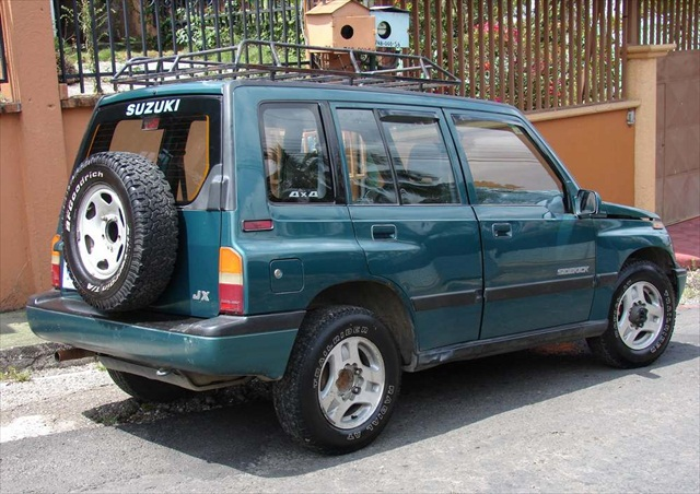 Mid-Sized 4 door Suzuki Sidekick 4x4 - Seats 4 people